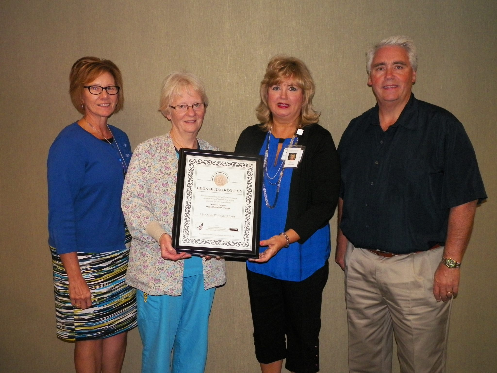 Barb Nelson-Agnew from Life Source presenting award to Lois Miller, alongside Kathy Kleen (left) Chief Nursing Officer and CEO/President Joel Beiswenger (far right).